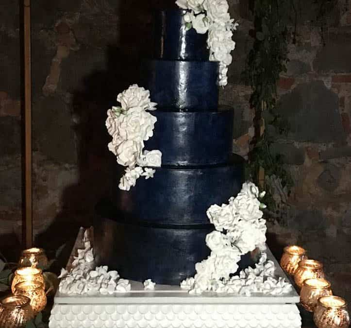 Villa La Selva, first wedding cake of the season!