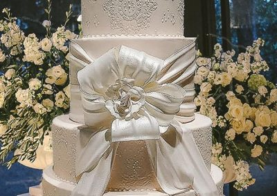 Hand-piped lace wedding cake, Vincigliata