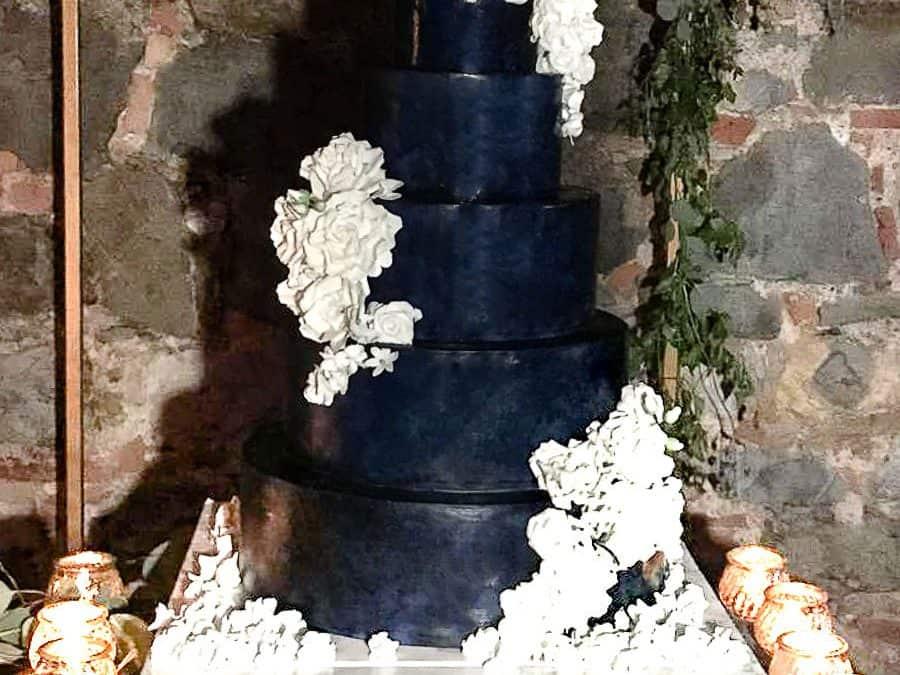 Lost in Blue Wedding Cake, Villa La Selva, Tuscany